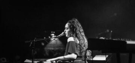 נועם קלינשטיין - הופעת להקה על גג תיאטרון הסימטה בישראל