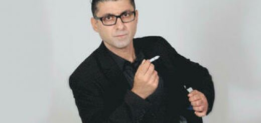 דודו ארז במופע סטנדאפ בישראל