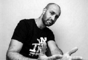 אורי משגב מארח את ג'ימבו ג'יי מאחורי המילים מאחורי הצלילים בישראל
